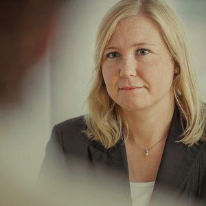 Dame hos Jølstad Begravelsesbyrå